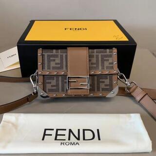 フェンディ(FENDI)の男女兼用フェンディ バゲット トランク スモール ショルダーバック(ショルダーバッグ)