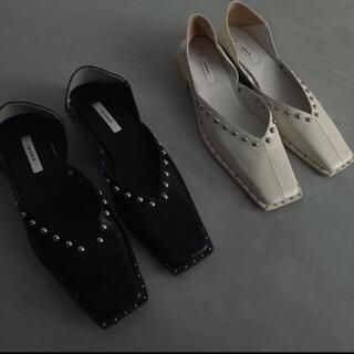 アメリヴィンテージ(Ameri VINTAGE)のアメリ Ameri STUDS WOOD HEEL BABOOSH Mサイズ(ローファー/革靴)