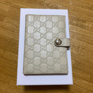 グッチ(Gucci)のGUCCI パスポートケース(パスケース/IDカードホルダー)