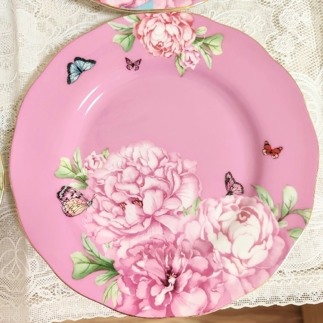 ROYAL ALBERT(ロイヤルアルバート)の専用です、ロイヤルアルバート、ミランダカーデザート皿 インテリア/住まい/日用品のキッチン/食器(食器)の商品写真