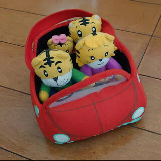 ベネッセ しまじろう ぬいぐるみ 人形 赤い車 家族 ファミリーカー(ぬいぐるみ/人形)