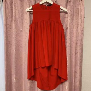 バーニーズニューヨーク(BARNEYS NEW YORK)の一回着用 ヨーコチャン 赤トップス 36(カットソー(半袖/袖なし))