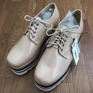 ウィゴー(WEGO)のWEGO レースアップコンビソールシューズ ベージュ L(ローファー/革靴)