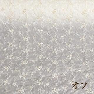 ⭐️SALE⭐️オフ小薔薇刺繍綿生地 96×15cm  v(生地/糸)