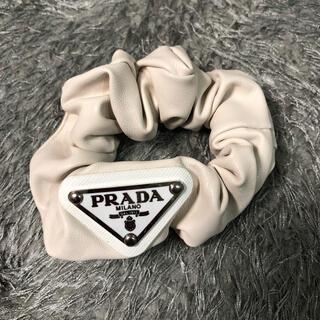 PRADA - 新品 PRADA レザー シュシュ ヘアゴム