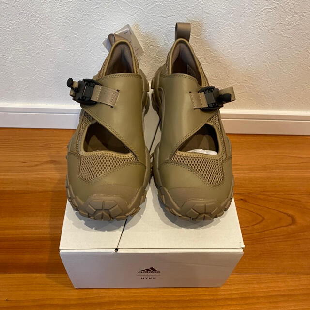 HYKE(ハイク)の25.5cm HYKE ハイク コラボ アディダス ADIDAS カーキ メンズの靴/シューズ(スニーカー)の商品写真