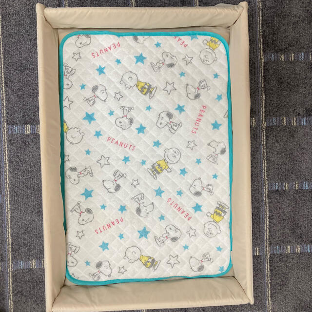 Aprica(アップリカ)の良品 ベビーベッド ココネル スヌーピー敷パット付 キッズ/ベビー/マタニティの寝具/家具(ベビーベッド)の商品写真