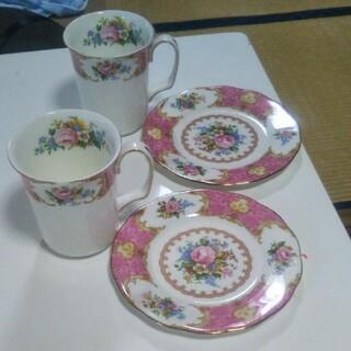 ROYAL ALBERT - ロイヤルアルバートの2カップ、2皿