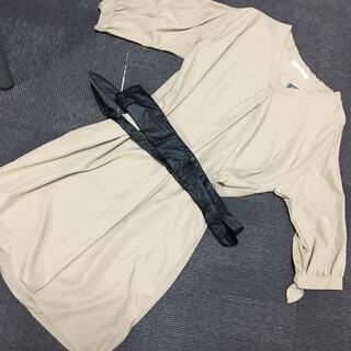 ショコラフィネローブ(chocol raffine robe)の新品サッシュベルト付Vネックワンピース ページュ(ひざ丈ワンピース)