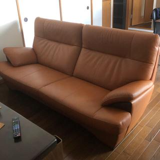 カリモクカグ(カリモク家具)のカリモク・チターノ(chitano)本皮3人掛けソファ 美品(三人掛けソファ)