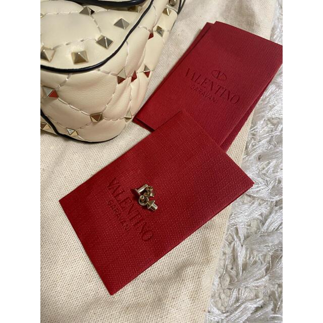 valentino garavani(ヴァレンティノガラヴァーニ)の【今月限定価格】ヴァレンティノ ロックスタッズチェーンバッグ レディースのバッグ(ショルダーバッグ)の商品写真
