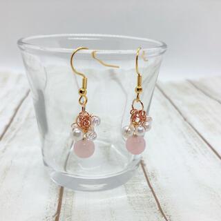 淡いピンク色のローズクオーツとパールのアクセサリー(ピアス)