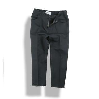 ジョンローレンスサリバン(JOHN LAWRENCE SULLIVAN)のBIRTHDAYSUIT벌스데이수트Unfinished Trousers(スラックス)