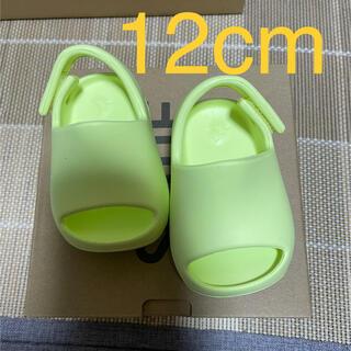 """アディダス(adidas)のADIDAS YEEZY SLIDE """"GLOW GREEN"""" 12cm(サンダル)"""