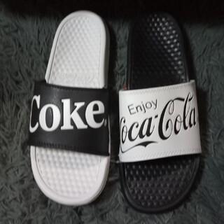 コカコーラ(コカ・コーラ)の新品 コカ・コーラ ベナッシ 27.5センチ サンダル ミスマッチ ブラック 黒(サンダル)