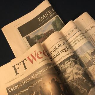 英字新聞FT サーモンピンク色        18頁(見開き4枚+半裁1枚)(印刷物)