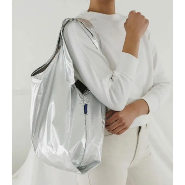 L'Appartement DEUXIEME CLASSE(アパルトモンドゥーズィエムクラス)の【新品未使用】BAGGU バグー スタンダード silver レディースのバッグ(エコバッグ)の商品写真