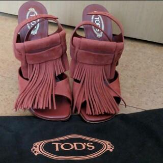 トッズ(TOD'S)の新品未使用品 tod'sのスエード生地のフリンジサンダル(サンダル)