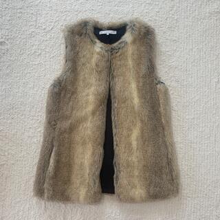ザラ(ZARA)のZARA ノーカラー フェイクファーベスト Sサイズ(毛皮/ファーコート)