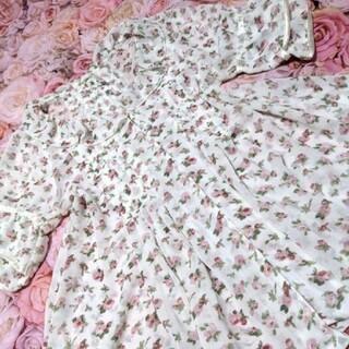 リズリサ(LIZ LISA)のリズリサ♥axes femme♥白♥花柄♥サラサラ♥素敵♥チュニワンピ(ミニワンピース)