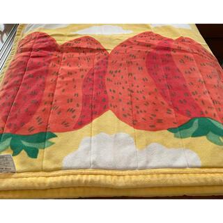 マリメッコ(marimekko)のmarimekko 綿毛布 Mansikkavuoret 🍓珍品(毛布)