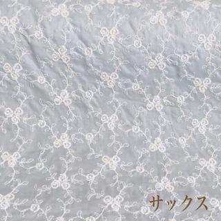 ⭐️SALE⭐️サックス小薔薇刺繍綿生地 96×15cm  v(生地/糸)
