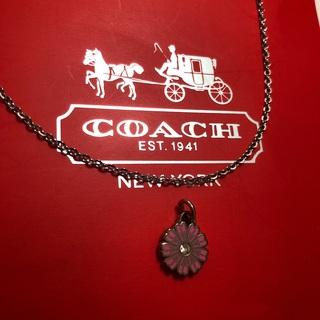コーチ(COACH)のコーチcoachビジュー付マーガレットチャーム(ピンクの小)+ネックレスチェーン(チャーム)