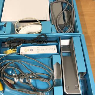Wii - Wii 本体 リモコン アダプター ヌンチャク 電源ケーブル セット