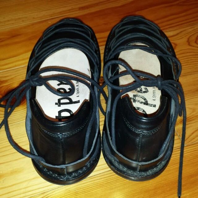 trippen(トリッペン)のtrippenブラックレースアップ レディースの靴/シューズ(ローファー/革靴)の商品写真