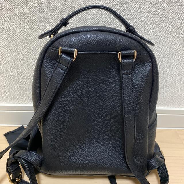 Maison de FLEUR(メゾンドフルール)のMaison de FLEUR リボンチャームリュックM 黒 レディースのバッグ(リュック/バックパック)の商品写真