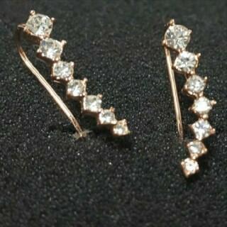スワロフスキー(SWAROVSKI)のf43🌸ギリア🌸7粒ダイヤモンドキュービックジルコニア ピアス 18金RGP(ピアス)