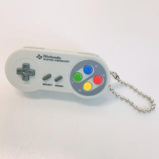 ニンテンドウ(任天堂)の𓊆 新品 スーパーファミコンコントローラ 🎮ライトキーホルダー𓊇 (キーホルダー)