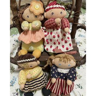 ハンドメイド人形とベンチ(人形)