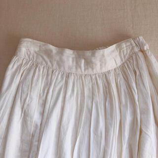 サマンサモスモス(SM2)のSM2のフロント部分がラップタイプのオフホワイトの膝下丈のスカート(ひざ丈スカート)