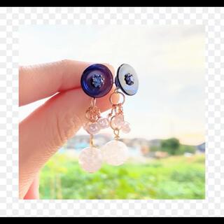 ヴィンテージボタンとクラック水晶・小粒なパールピアス(ピアス)