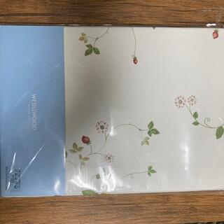 ウェッジウッド(WEDGWOOD)のウェッジウッド テーブルクロス ワイルドストロベリー 白 130×200(テーブル用品)