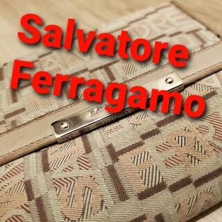 サルヴァトーレフェラガモ(Salvatore Ferragamo)のFerragamoの2つ折り財布(財布)