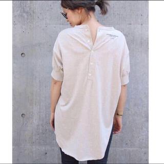 ドゥーズィエムクラス(DEUXIEME CLASSE)のアメリカーナ バックボタンヘンリーネックプルオーバー 白 ドゥーズィエムクラス(Tシャツ(半袖/袖なし))