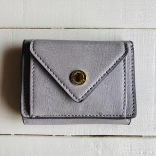 レガートラルゴ(Legato Largo)のメール型 三つ折り ミニ財布 フェイクレザー ライトグレー(財布)