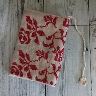赤いバラ刺繍のブックカバー