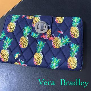 ヴェラブラッドリー(Vera Bradley)の新品 ヴェラブラッドリー パイナップル ターンロック 長財布 トゥカンパーティー(財布)