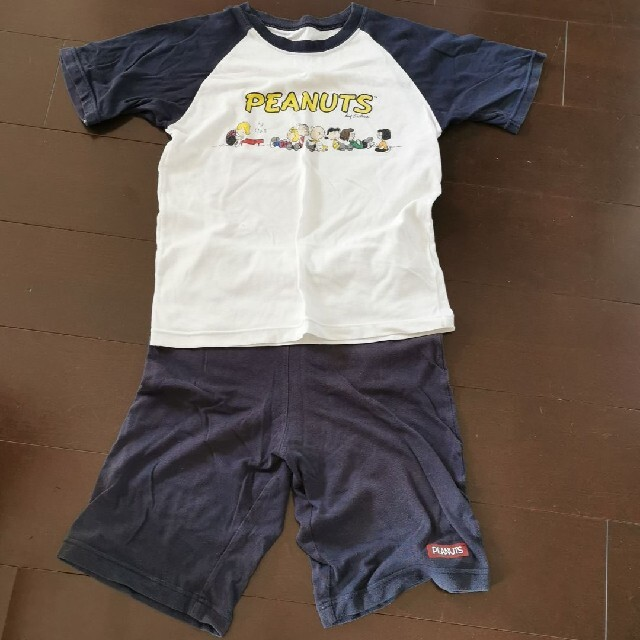 GU(ジーユー)の☆GU SNOOPYパジャマ上下セット150㌢☆ キッズ/ベビー/マタニティのキッズ服男の子用(90cm~)(パジャマ)の商品写真