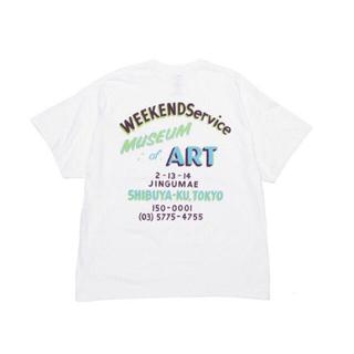 "COMOLI - WEEKEND Service ""Museum of Art"" Tシャツ A"