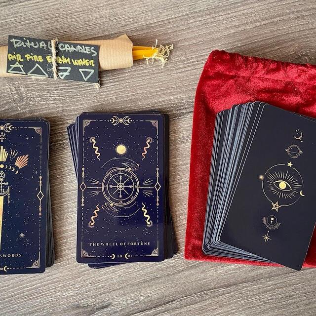 【袋・キャンドル付き】ミッドナイト・ブルー・ゴールド タロットカード 78枚 エンタメ/ホビーのテーブルゲーム/ホビー(トランプ/UNO)の商品写真