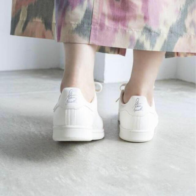 IENA(イエナ)のイエナ スタンスミス 24.5 レディースの靴/シューズ(スニーカー)の商品写真