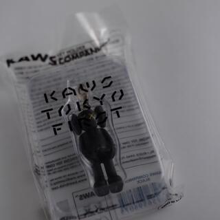 MEDICOM TOY - kaws Tokyo  first キーホルダー