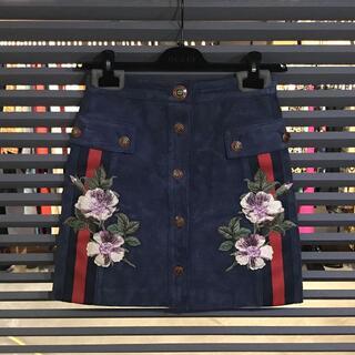 グッチ(Gucci)の超美品 グッチ スエード フラワーエンブロイダリー スカート 40 Mサイズ(ミニスカート)