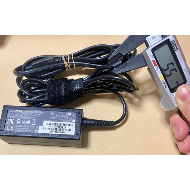 東芝(トウシバ)の☆送料込☆中古純正TOSHIBAのACアダプター19V2.37A入手しにくいL型 スマホ/家電/カメラのPC/タブレット(PC周辺機器)の商品写真
