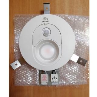 パナソニック(Panasonic)のLEDダウンライト【FreePa(人感センサー照明)】 (電球色60形相当)(天井照明)