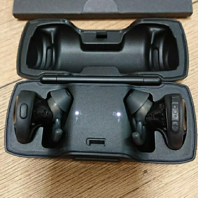 BOSE(ボーズ)のみーく 様 専用 BOSE SOUNDSPORT FREE    色 : 黒 スマホ/家電/カメラのオーディオ機器(ヘッドフォン/イヤフォン)の商品写真